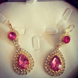 Boucles d'oreilles doré strass rose fushia
