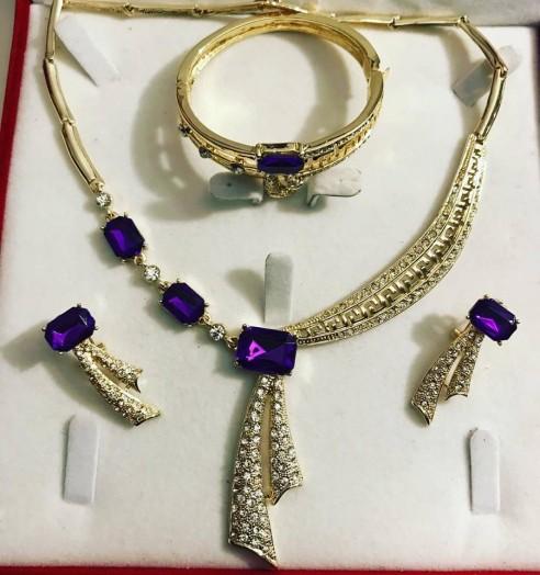 Parure plaqué or strass violet mariage